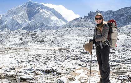 Médica de aventura é mais jovem brasileira a subir o Everest