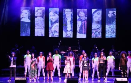 Ex-participantes do The Voice Kids 2017 apresentam show em Curitiba