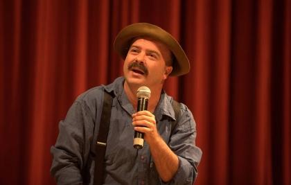 Paulinho Mixaria apresenta em Curitiba o espetáculo