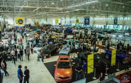 Old & Low Car Curitiba apresenta exposição de carros de todas as culturas automotivas