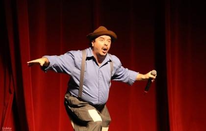 Paulinho Mixaria apresenta show de humor em setembro no Teatro Positivo